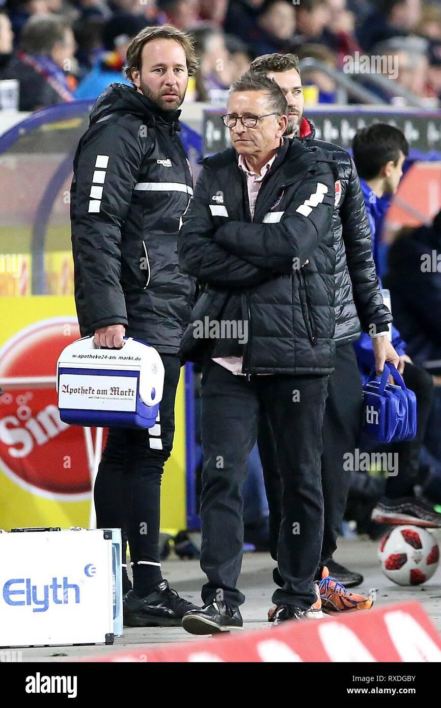 firo: 08.03.2019 Football, 3. Bundesliga, season 2018/2019 KFC Uerdingen 05 - Karlsruher SC coach Norbert Meier (#NM, KFC Uerdingen 05). | usage worldwide - Stock Image