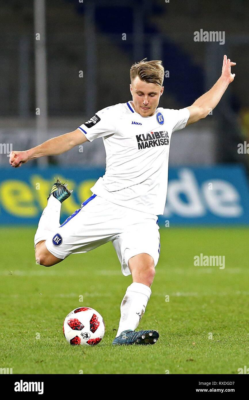 firo: 08.03.2019 Football, 3. Bundesliga, season 2018/2019 KFC Uerdingen 05 - Karlsruher SC Marco Thiede (# 21, Karlsruher SC) single action, | usage worldwide - Stock Image