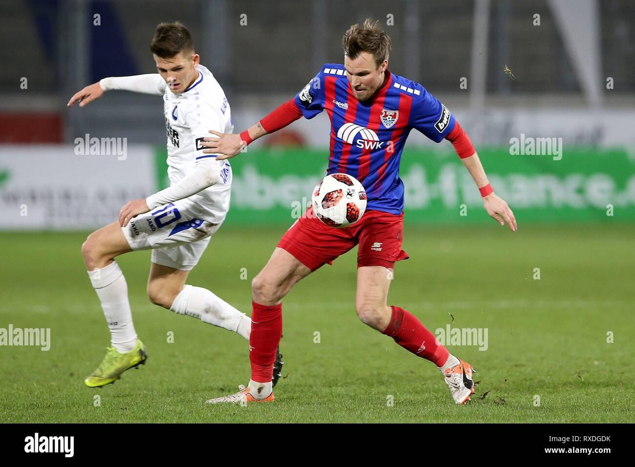 firo: 08.03.2019 Football, 3. Bundesliga, season 2018/2019 KFC Uerdingen 05 - Karlsruher SC Kevin Grovukreutz (# 6, KFC Uerdingen 05) in duels with Marvin Wanitzek (# 10, Karlsruher SC) | usage worldwide - Stock Image