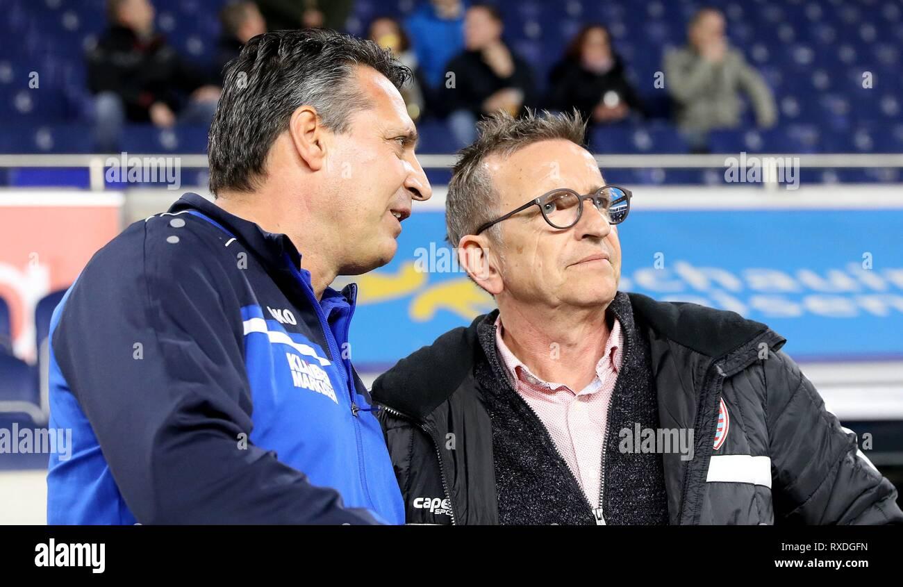 firo: 08.03.2019 Football, 3. Bundesliga, season 2018/2019 KFC Uerdingen 05 - Karlsruher SC coach Norbert Meier (#NM, KFC Uerdingen 05) and coach Alois Schwartz (#AS, Karlsruher SC) in conversation. | usage worldwide - Stock Image