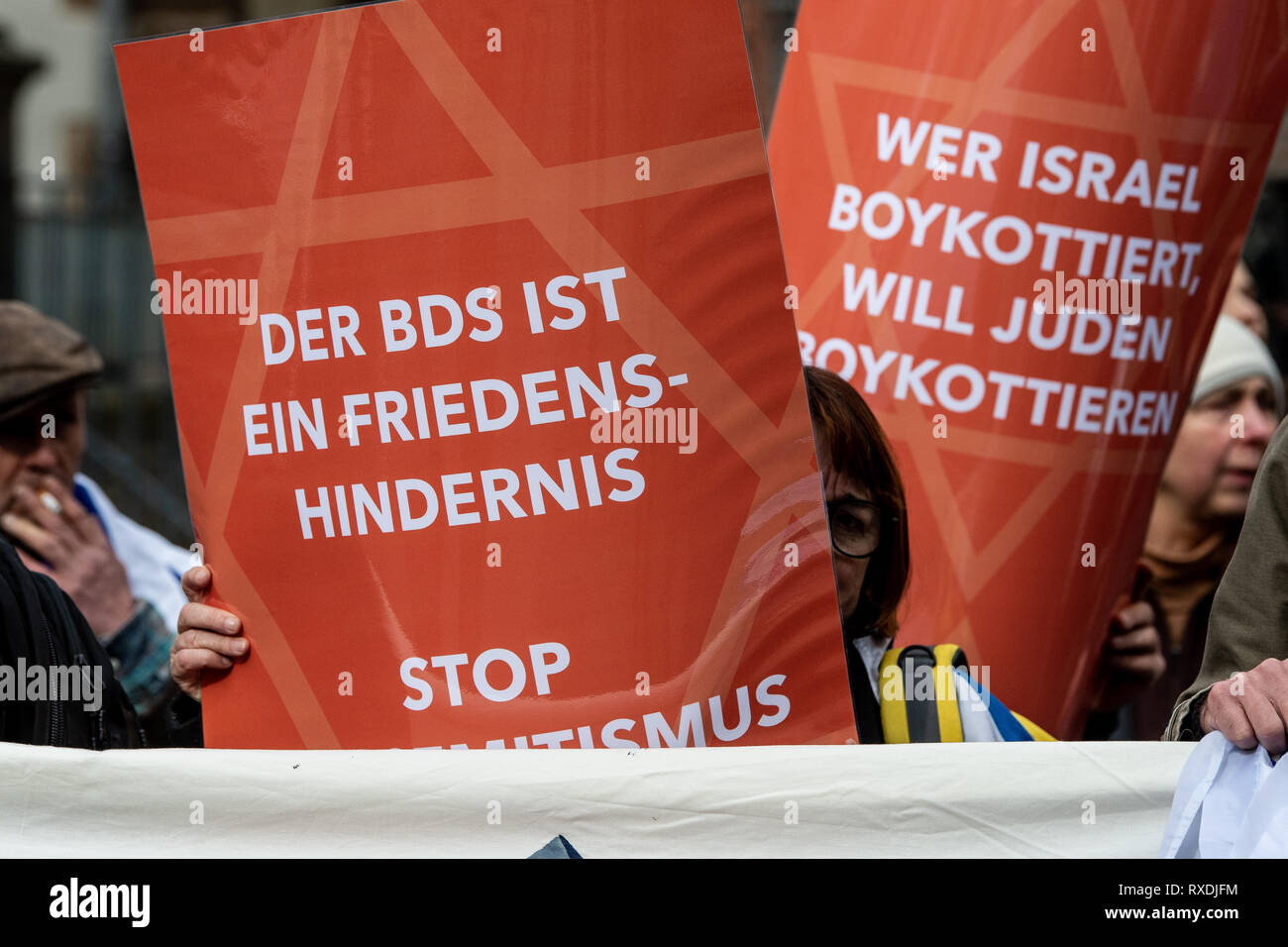 Göttingen, Germany. 9th Mar 2019. Participants with posters of the Alliance against Anti-Semitism and Anti-Zionism 'Jachad' protest under the motto 'No peace with the enemies of Israel' during the awarding of the Göttingen Peace Prize 2019 to the association 'Jewish Voice for Just Peace in the Middle East'. The Central Council of Jews in Germany accuses the 'Jewish Voice' of supporting the anti-Semitic boycott movement BDS Credit: dpa picture alliance/Alamy Live News - Stock Image