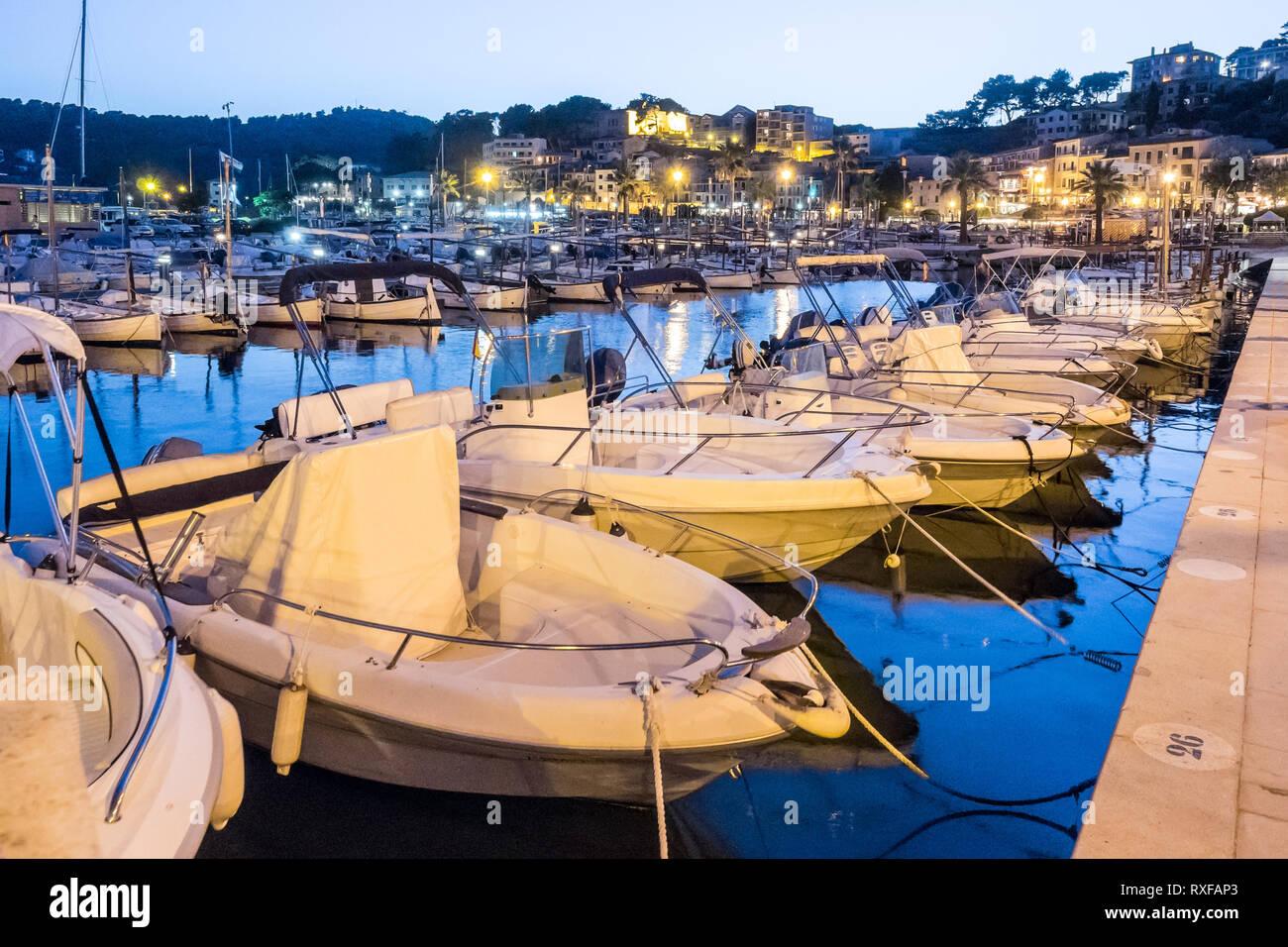 Fischerhafen Port de Sóller Mallorca Spanien - Boote im Hafen - Stock Image