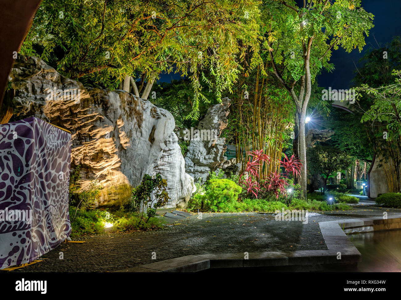 Chinese Garden at Gardens by the Bay, Singapore   Chinesischer Garten im Gardens by the Bay, Singapur - Stock Image