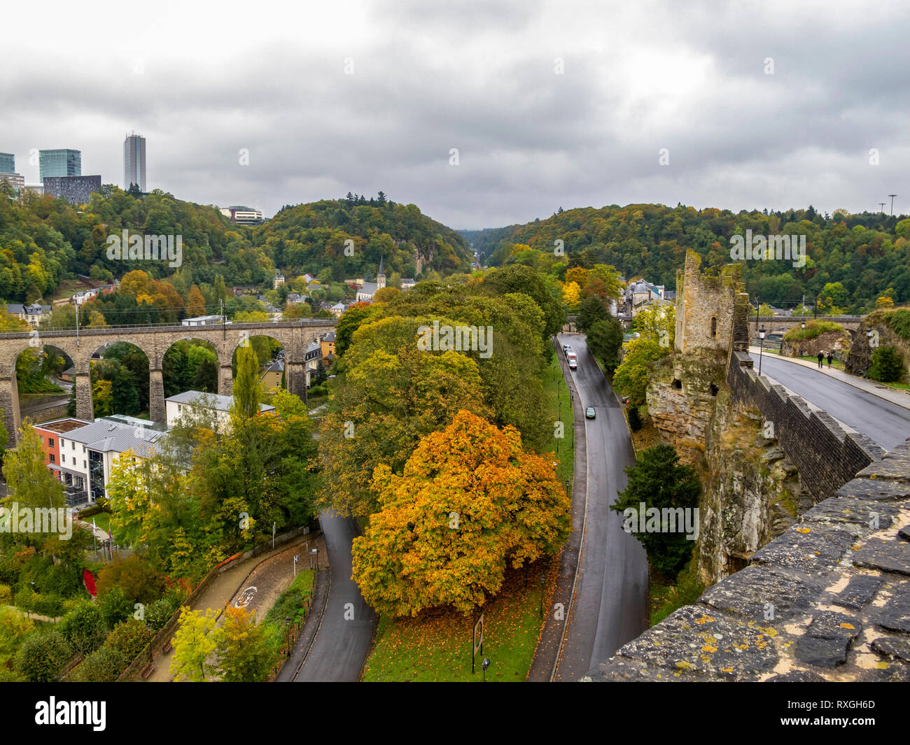 View to the Hollow Tooth - the ruins of a tower of one of the fortress gates in Luxembourg City, Grand Duchy of Luxembourg and the Passerelle on a rai - Stock Image