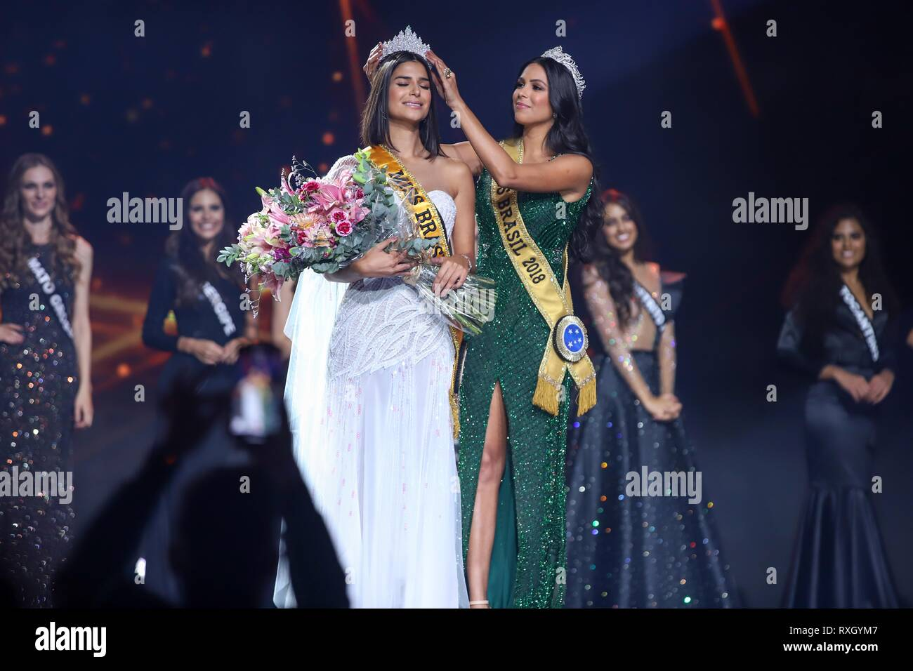 Sao Paulo, Brazil. 9th March 2019. Winner of Miss Brazil Julia Horta of 24 years Miss Minas Gerais and Miss Brazil 2018 Mayra Dias (of green) Be Emotion during contest Miss Brazil Be Emotion in the exhibition center São Paulo Expo in the south region of the city of São Paulo, 09. Credit: William Volcov/ZUMA Wire/Alamy Live News - Stock Image