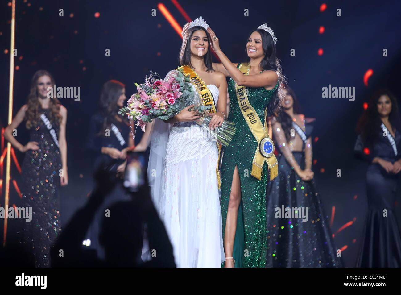 Sao Paulo, Brazil. 9th March 2019. Winner of Miss Brazil Julia Horta of 24 years Miss Minas Gerais and Miss Brazil 2018 Mayra Dias (of green) Be Emotion during contest Miss Brazil Be Emotion in the exhibition center São Paulo Expo in the south region of the city of São Paulo, 09. Credit: William Volcov/ZUMA Wire/Alamy Live News Stock Photo