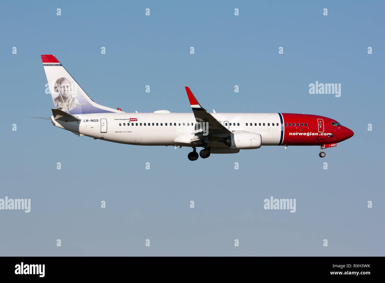 Rome, Italy. 6th July, 2014. A Norwegian Boeing 737-800 seen landing at Rome Fiumicino airport. Credit: Fabrizio Gandolfo/SOPA Images/ZUMA Wire/Alamy Live News - Stock Image