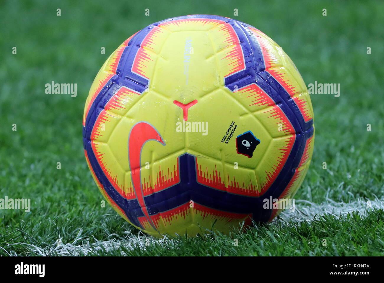 21d6ea4b1603 Nike Premier League Football 2019 Stock Photos   Nike Premier League ...