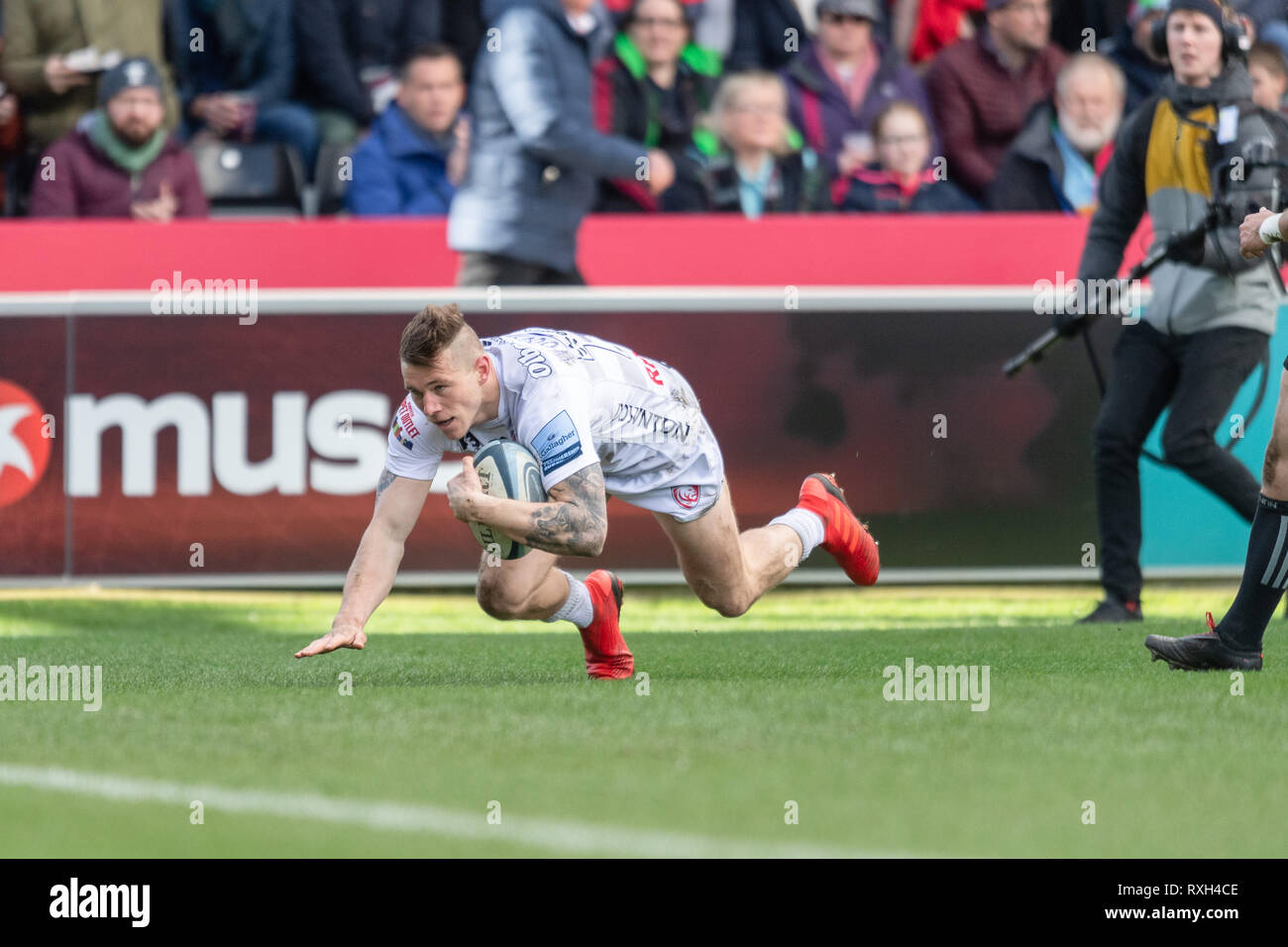 London, UK. 10th Mar 2019. Jason Woodward of Gloucester scores a try during Gallagher Premiership match between Harlequins and Gloucester Rugby at Twickenham Stoop on Sunday, 10 March 2019. LONDON ENGLAND.  (Editorial use only, license required for commercial use. No use in betting, games or a single club/league/player publications.) Credit: Taka G Wu/Alamy News Credit: Taka Wu/Alamy Live News Stock Photo