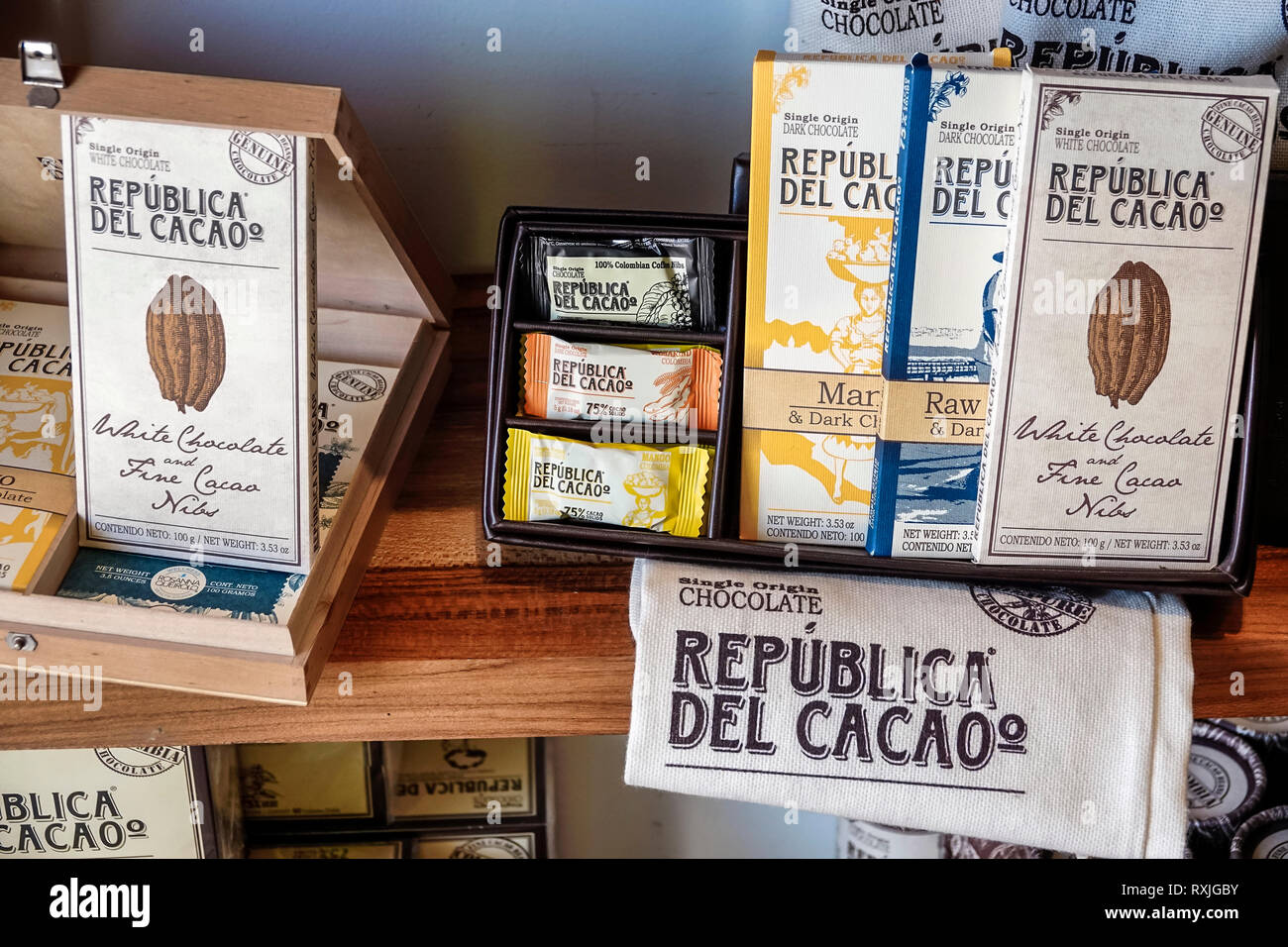 Cartagena Colombia Old Walled City Center centre Centro Republica del Cacao store shopping display sale domestic product sustainable cocoa artisanal f - Stock Image
