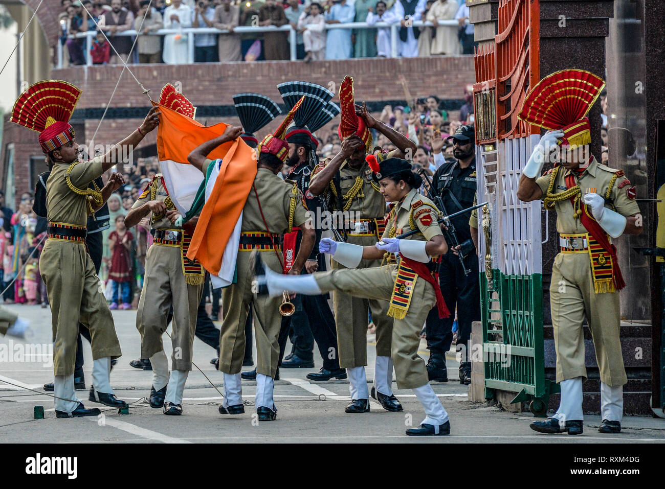 INDIA, ATTARI, The daily border closing ceremony at the Indian-Pakistan border at Wagah-Attari is an opera like spectacle which draws thou - Stock Image