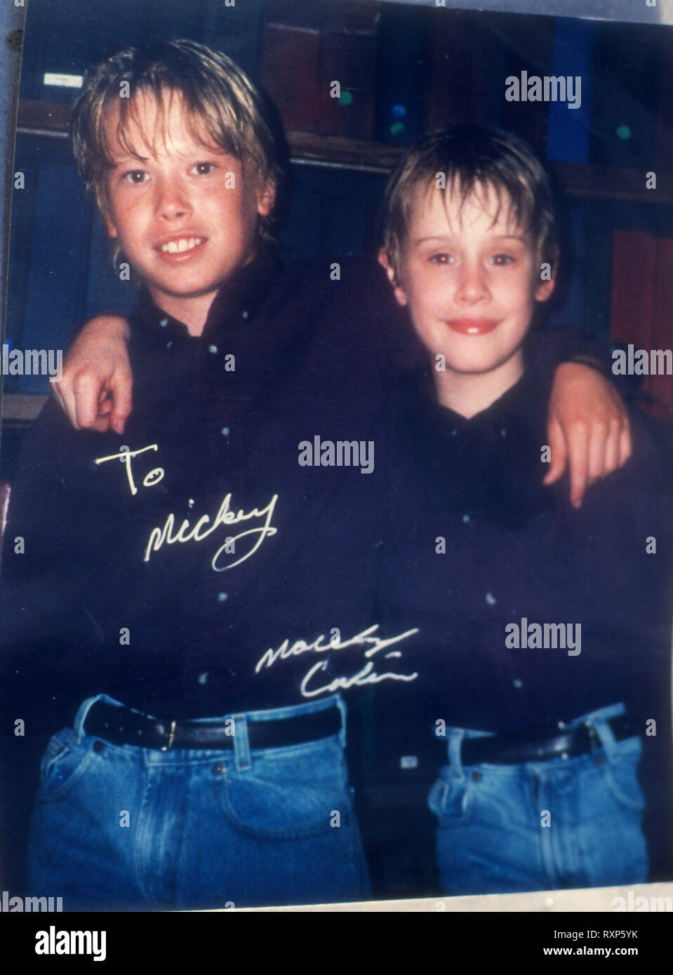 LOS ANGELES, CA - FEBRUARY 13: (EXCLUSIVE) Stuntman/actor Mickey Cassidy poses in photo with Macaulay Culkin in his home at a photo shoot on February 13, 1994 in Los Angeles, California. Photo by Barry King/Alamy Stock Photo - Stock Image