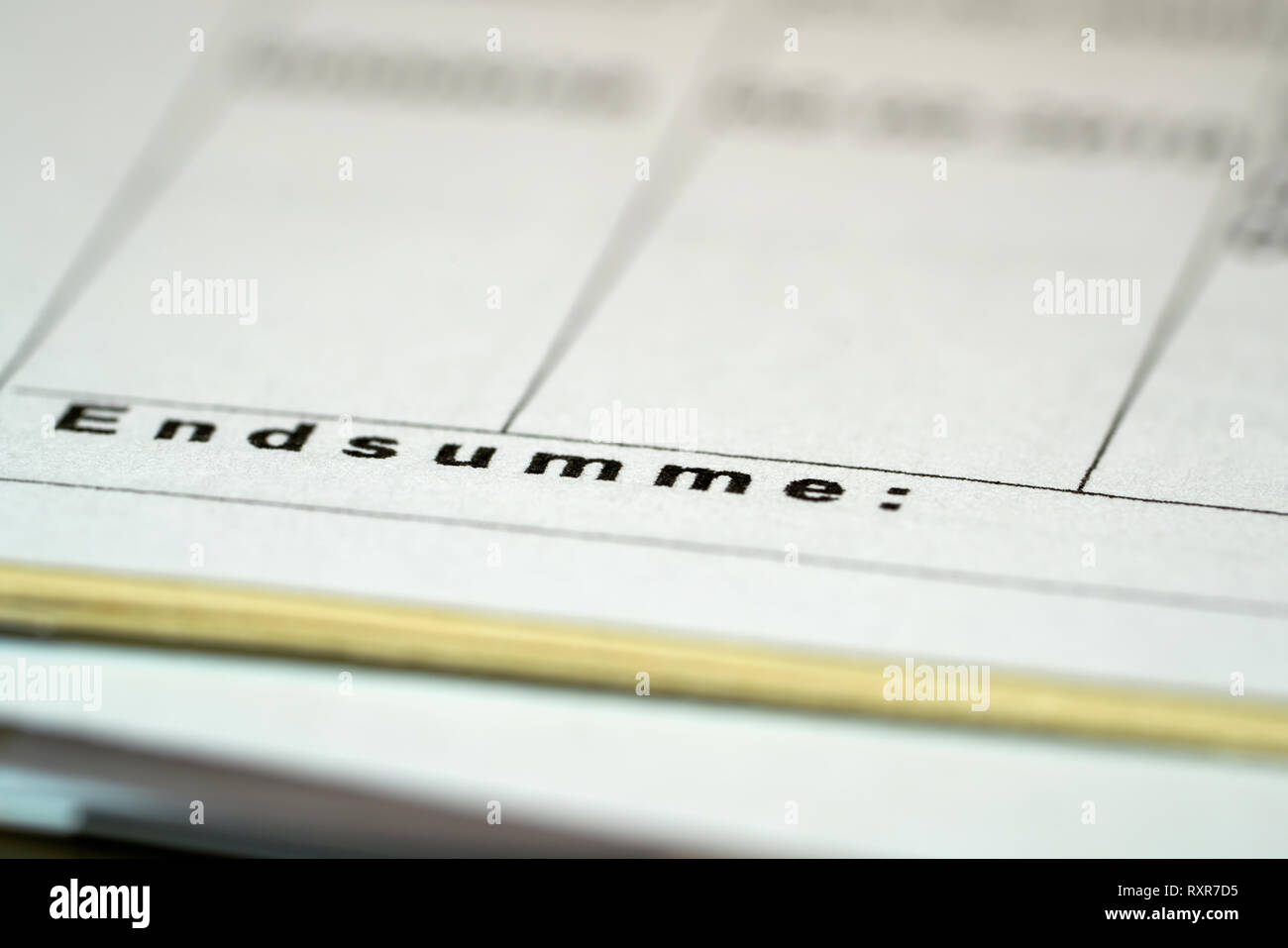 File folder with the sales figures on a desk - Stock Image