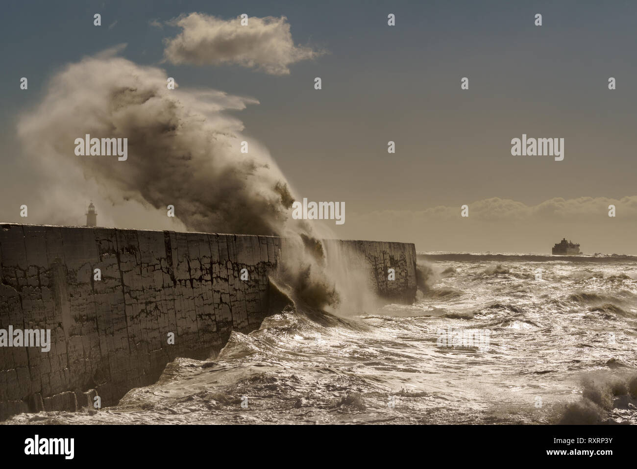 Newhaven, South Coast. 10th Mar 2019. UK Weather: Big waves hit the South Coast of Newhaven,  East Sussex. Credit: Lloyd Lane/Alamy Live News Stock Photo