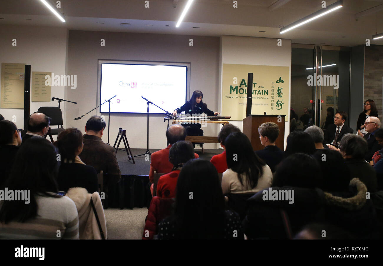 (190311) -- NEW YORK, March 11, 2019 (Xinhua) -- An artist performs guqin solo 'Drinking Spree' during the launch ceremony of an educational program on traditional Chinese music at the China Institute's headquarters in New York, the United States, on March 10, 2019. The New York City-based China Institute launched a new educational program on traditional Chinese music in partnership with the Bard College Conservatory of Music (BCCM) on Sunday. Starting from spring 2019, the 'Music at China Institute' will offer classes on guqin, erhu, and guzheng, each with eight sessions. Founded in 1926, Ch - Stock Image