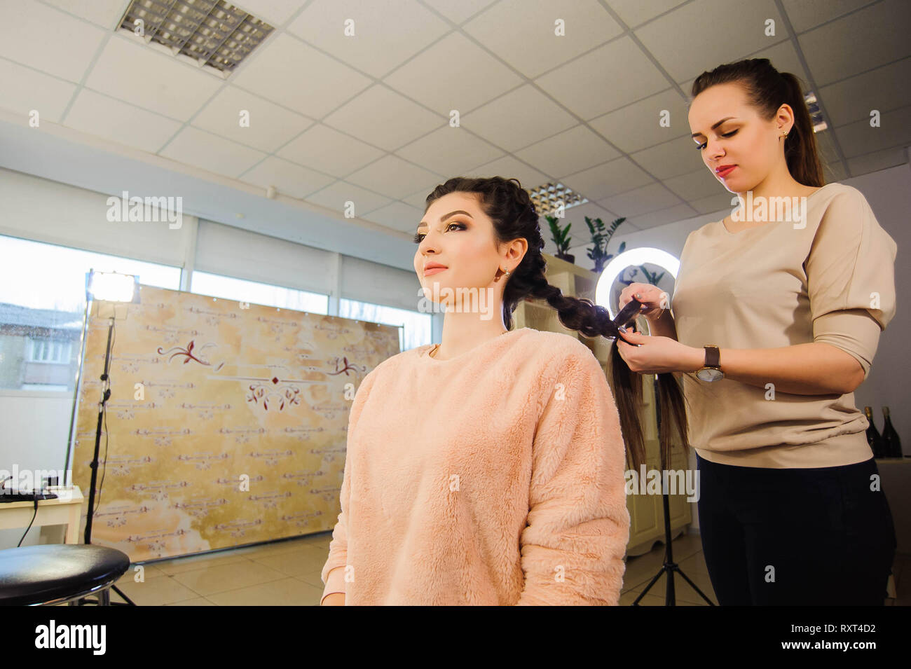 Women S Haircut Hairdresser Beauty Salon Beautiful Woman Getting Haircut By Hairdresser In The Beauty Salon Stock Photo Alamy
