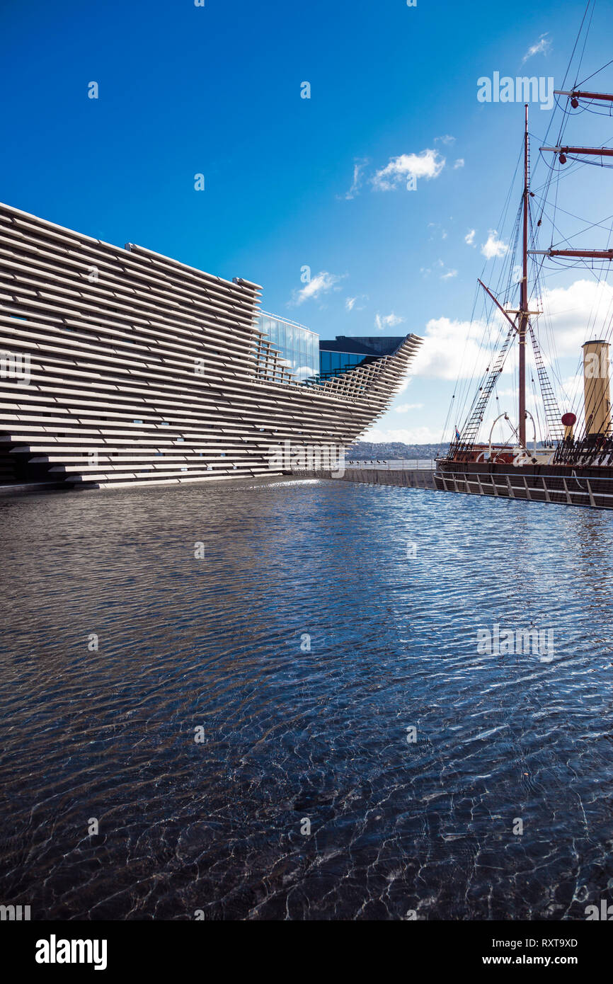 Leaning over the River Tay like a magnificent ship, the V&A Museum in Dundee. - Stock Image