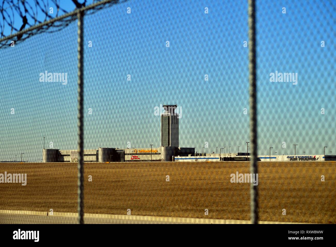 Chicago, Illinois, USA. A security fence topped with barbed wire surrounding O'Hare International Airport. - Stock Image