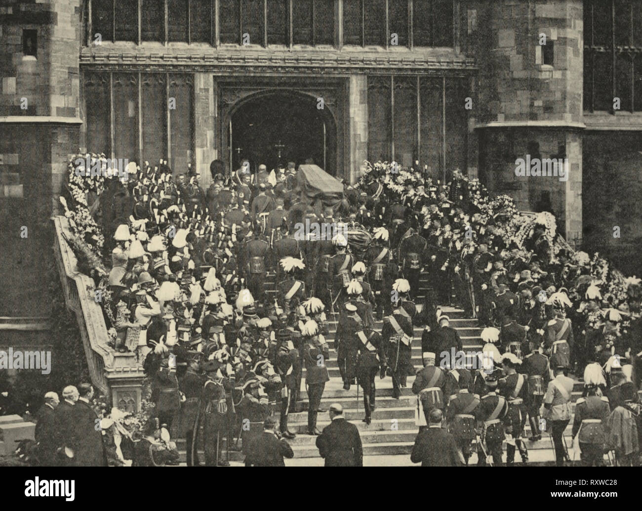 The coffin of King Edward VII being carried into St. George's Chapel, Windsor. 1910 - Stock Image