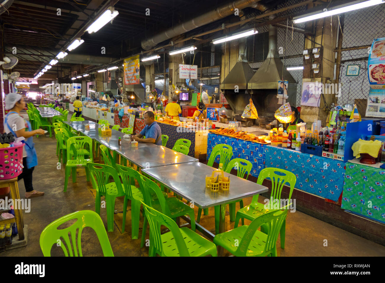 Food stalls and eating area, indoor market, Trat, Thailand - Stock Image