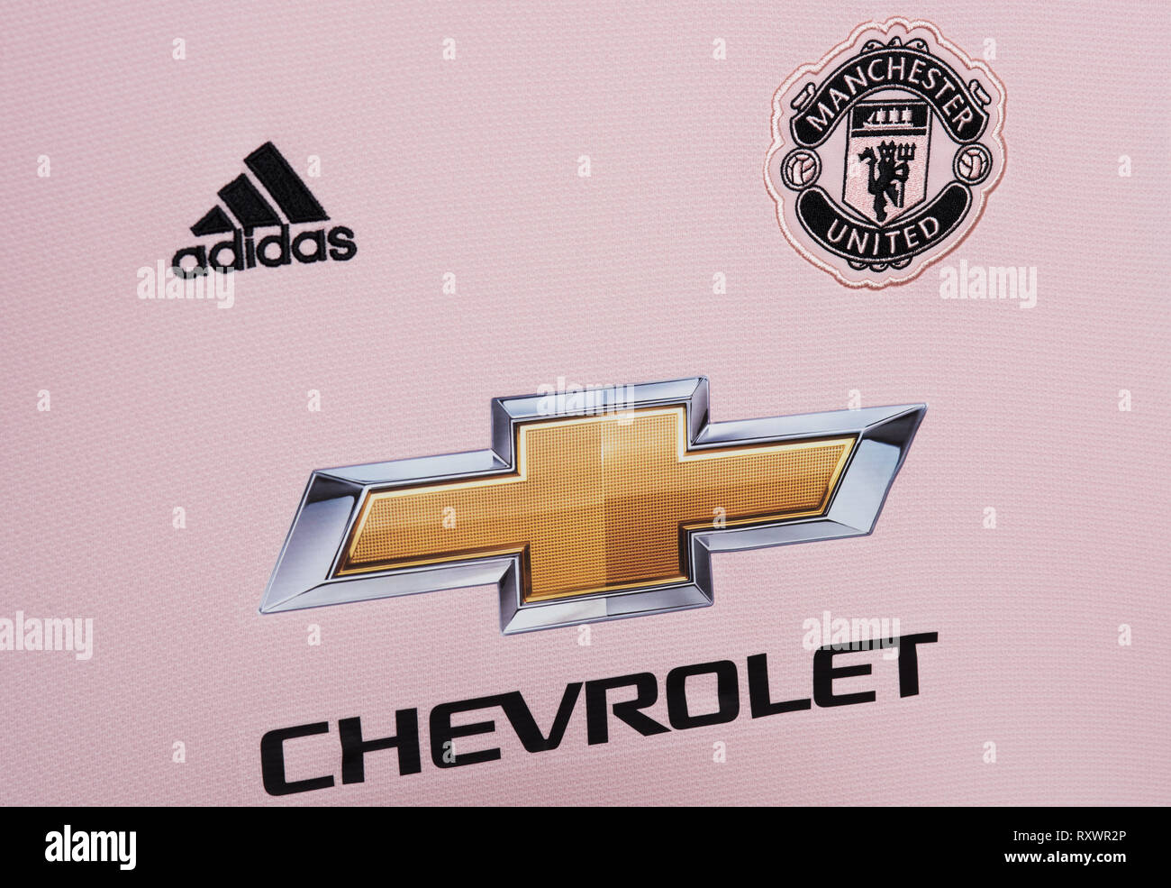online store cd0c3 a9cc5 Manchester United Pink Away Jersey Stock Photos & Manchester ...