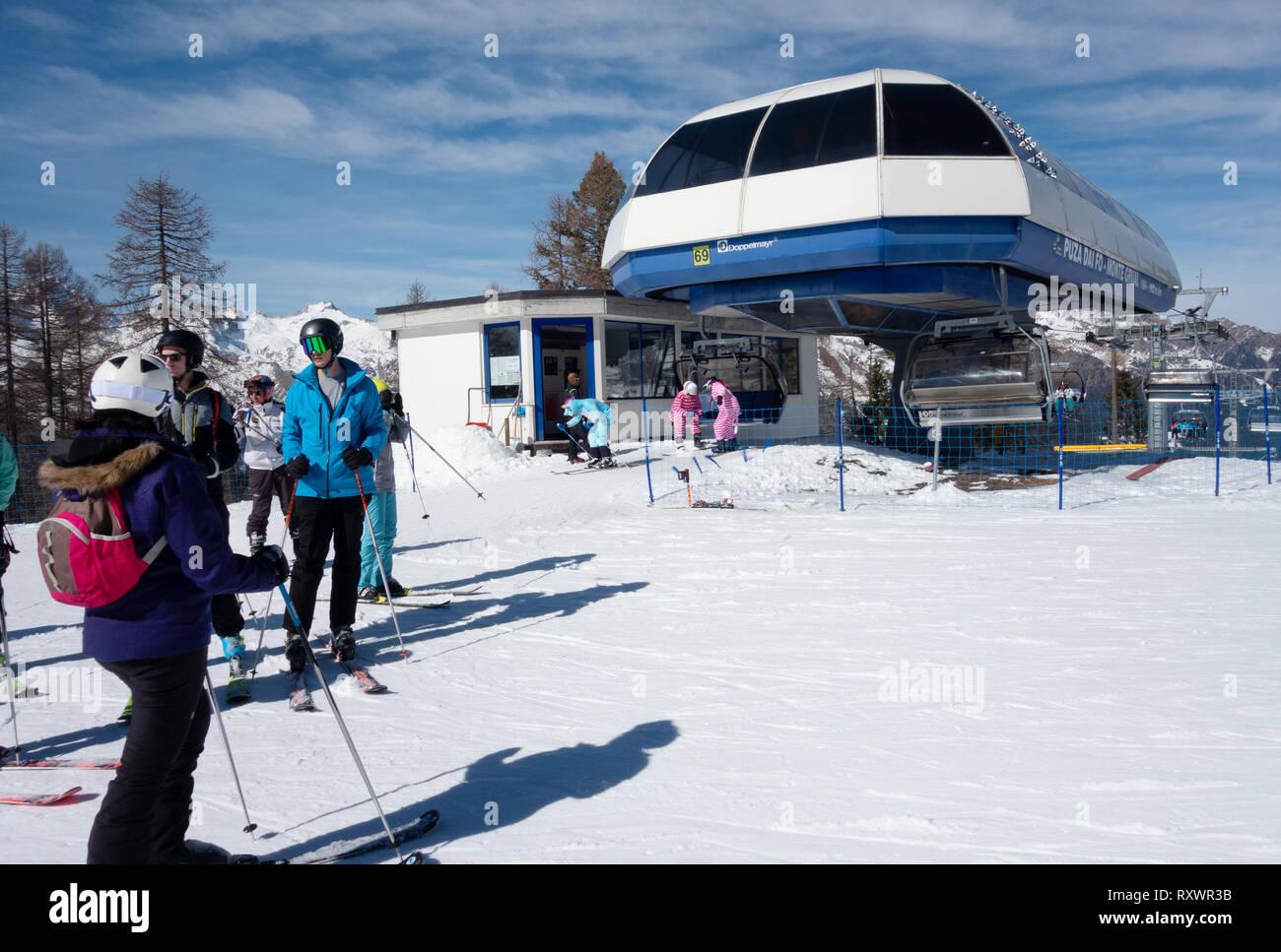 Italy skiing - Skiers at the skilift between Malga Grual and Dos Del Sabion, Brenta Dolomites, Madonna di Campiglio, northern Italy Europe - Stock Image