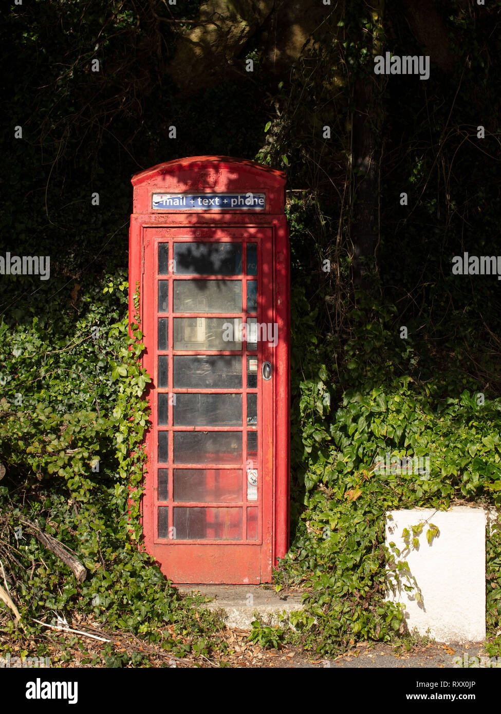 An old red telephone box in North Sands in South Devon. - Stock Image