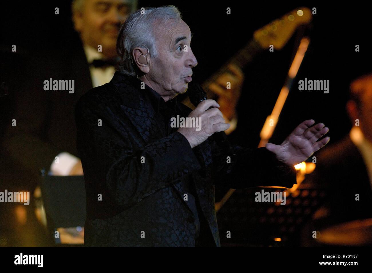 Germany, Ruhrgebiet, Essen, 20.02.2006: Charles Aznavour on his farewell tour in the Essen Philharmonic, Deutschland, Ruhrgebiet,Essen, 20.02.2006: Ch - Stock Image