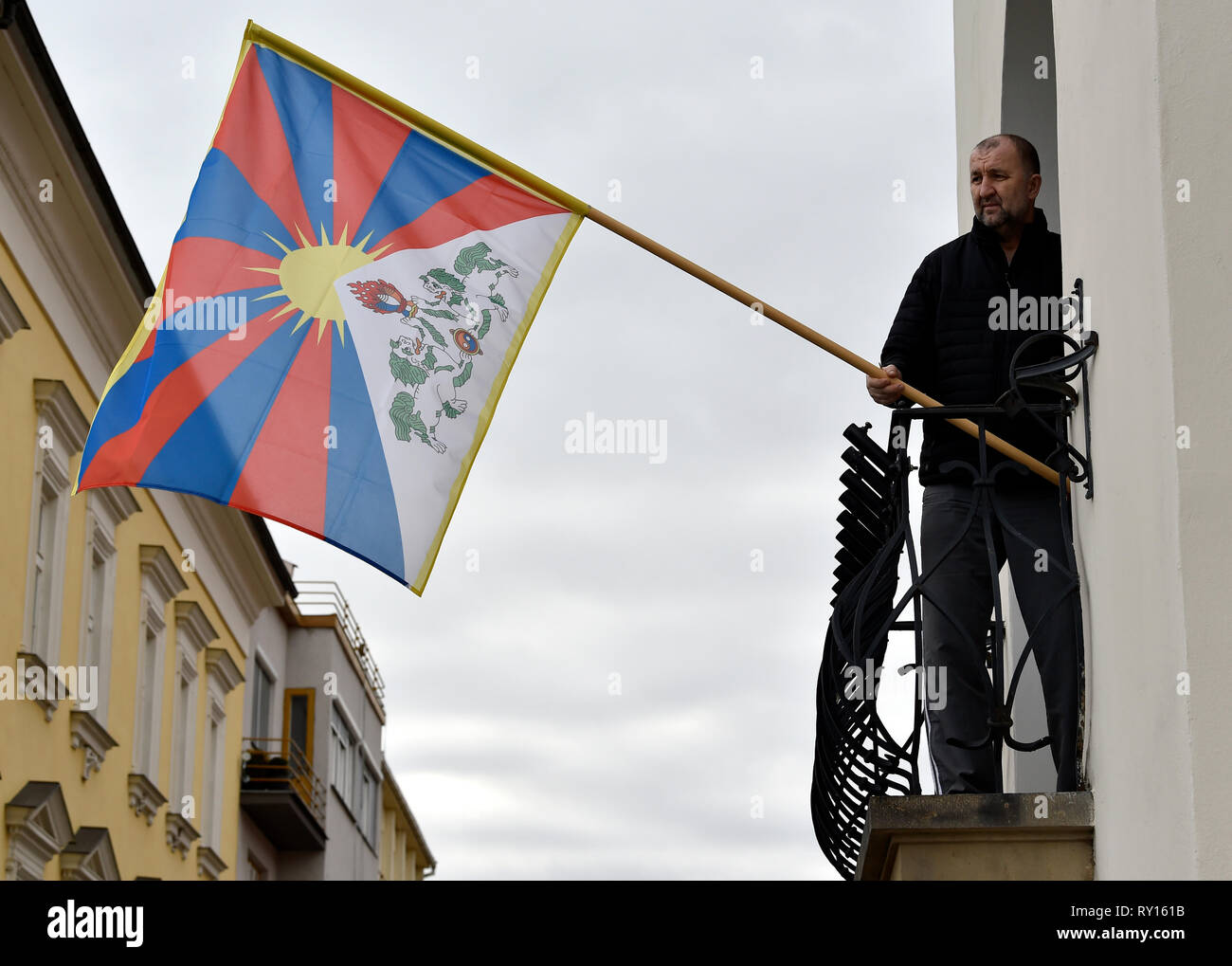 Kromeriz, Czech Republic. 10th Mar, 2019. City councilors hanged up the Tibetan flag on the town hall in Kromeriz, Czech Republic, on March 10, 2019, as a symbolic reminder of the anti-Chinese uprising in 1959. Credit: Dalibor Gluck/CTK Photo/Alamy Live News Stock Photo