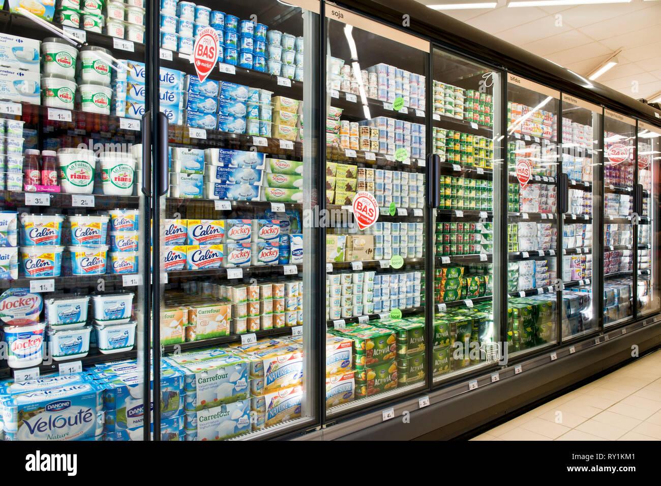 24e41fa4ecf Yoghurts Supermarket Stock Photos & Yoghurts Supermarket Stock ...