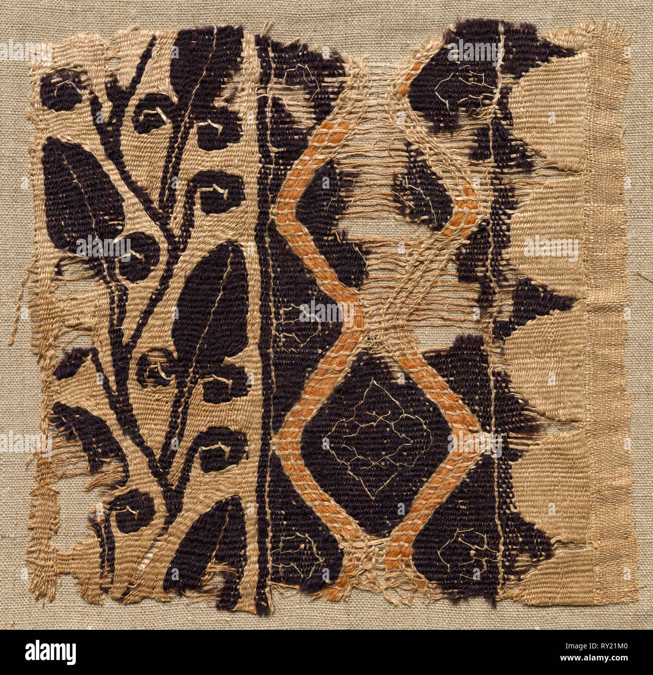 Fragment of a Large Cloth, Perhaps a Pallium, 400s - 500s. Egypt, Byzantine period, 5th - 6th period. Tabby weave, inwoven tapestry ornament; wool and linen; overall: 16 x 15.6 cm (6 5/16 x 6 1/8 in - Stock Image