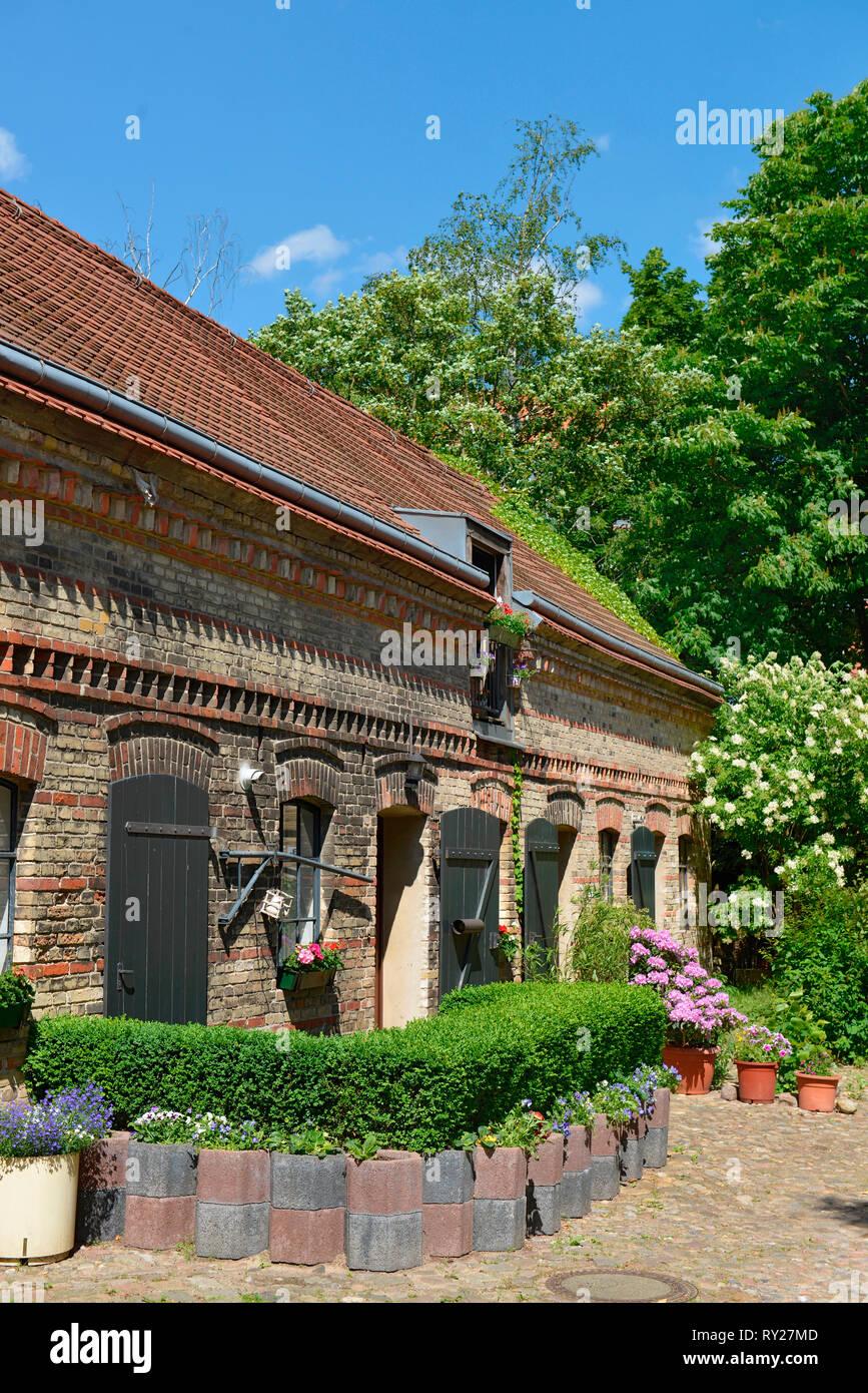 Haus Hinterhof Scheune Richardplatz Boehmisches Viertel