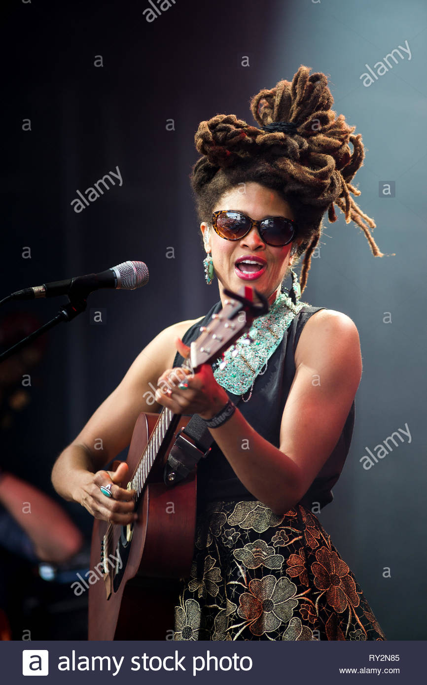 VALERIE JUNE performing live, 13 juillet 2014 - Stock Image