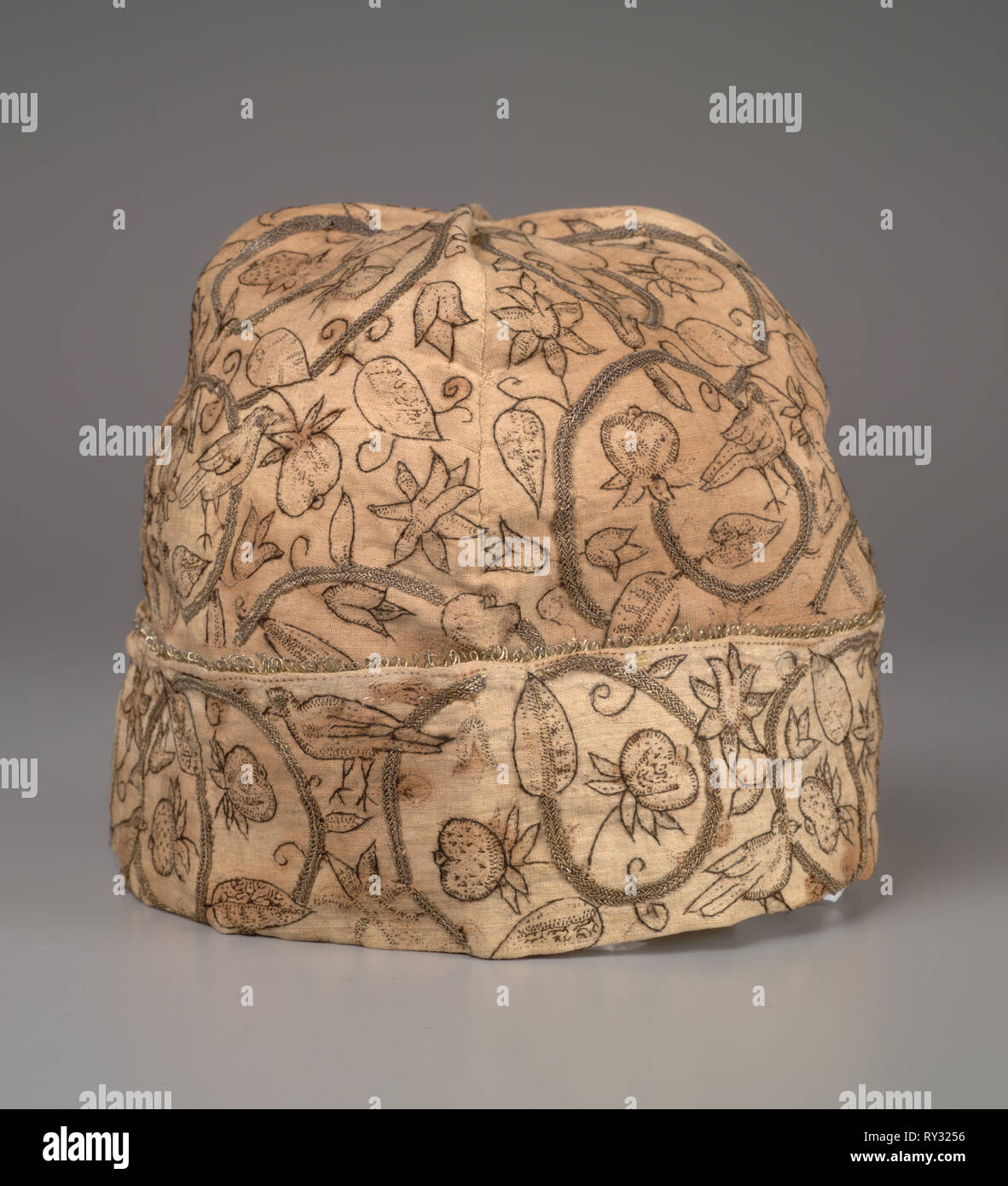 Man's Cap, late 1500s. England, Period of Queen Elizabeth, late 16th century. Embroidery; silk and silver gilt thread on linen; overall: 16 x 18 x 18 cm (6 5/16 x 7 1/16 x 7 1/16 in - Stock Image