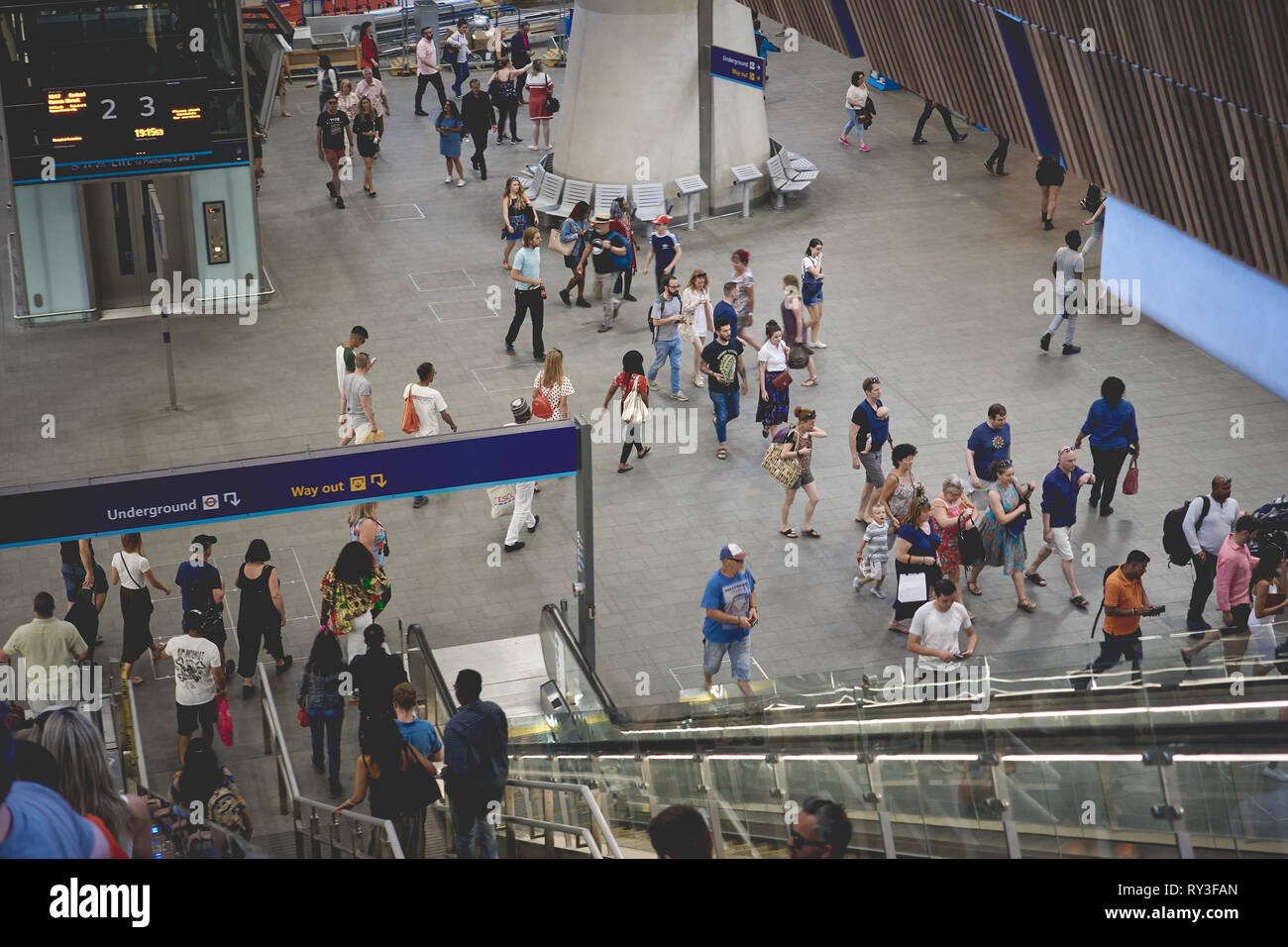 London, UK - August, 2018. Tourist and commuters in the new London Bridge Station, the fourth-busiest station in London. - Stock Image