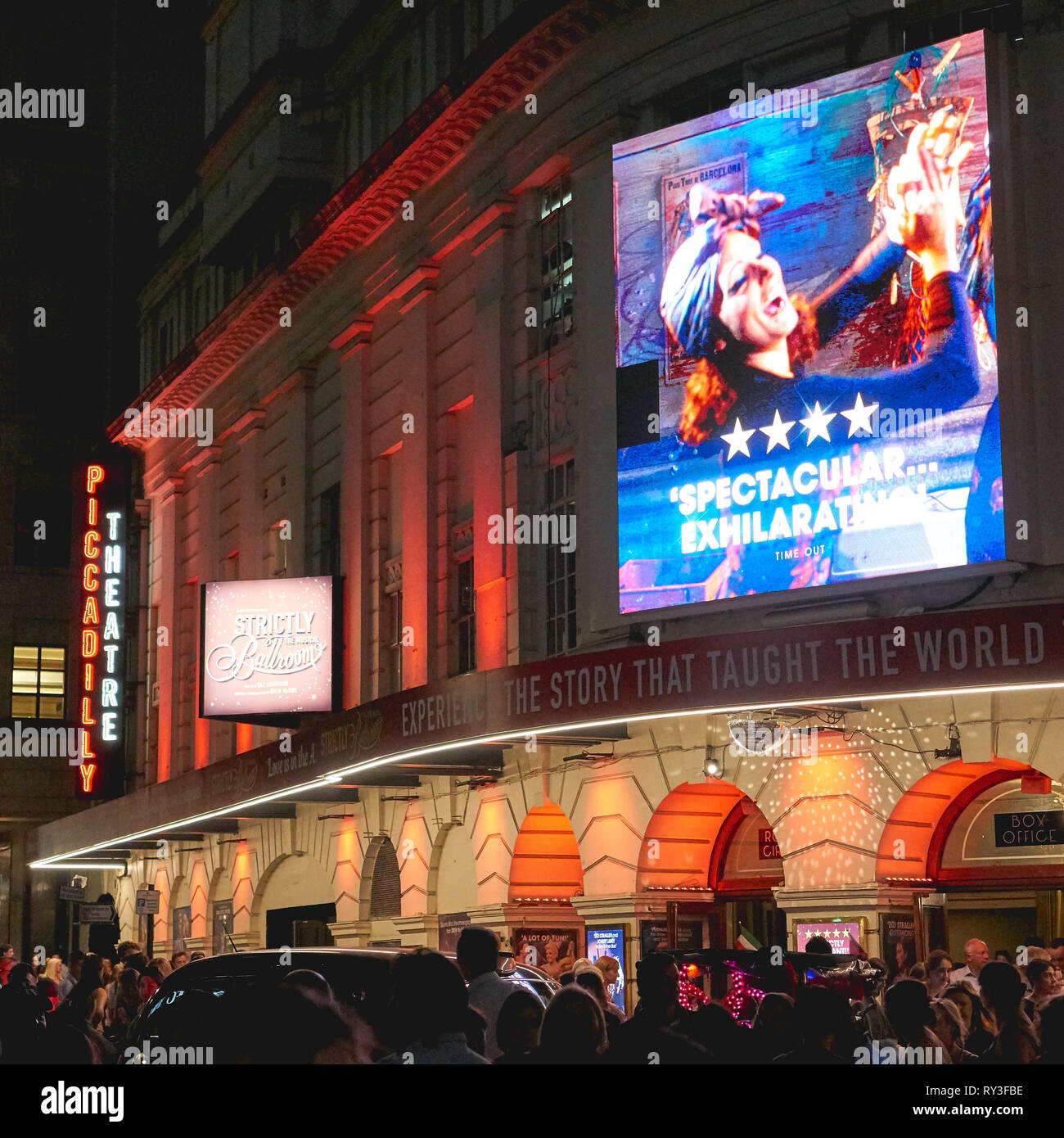 London, UK - August, 2018. Crowd of people outside the Piccadilly Theatre in London West End. - Stock Image