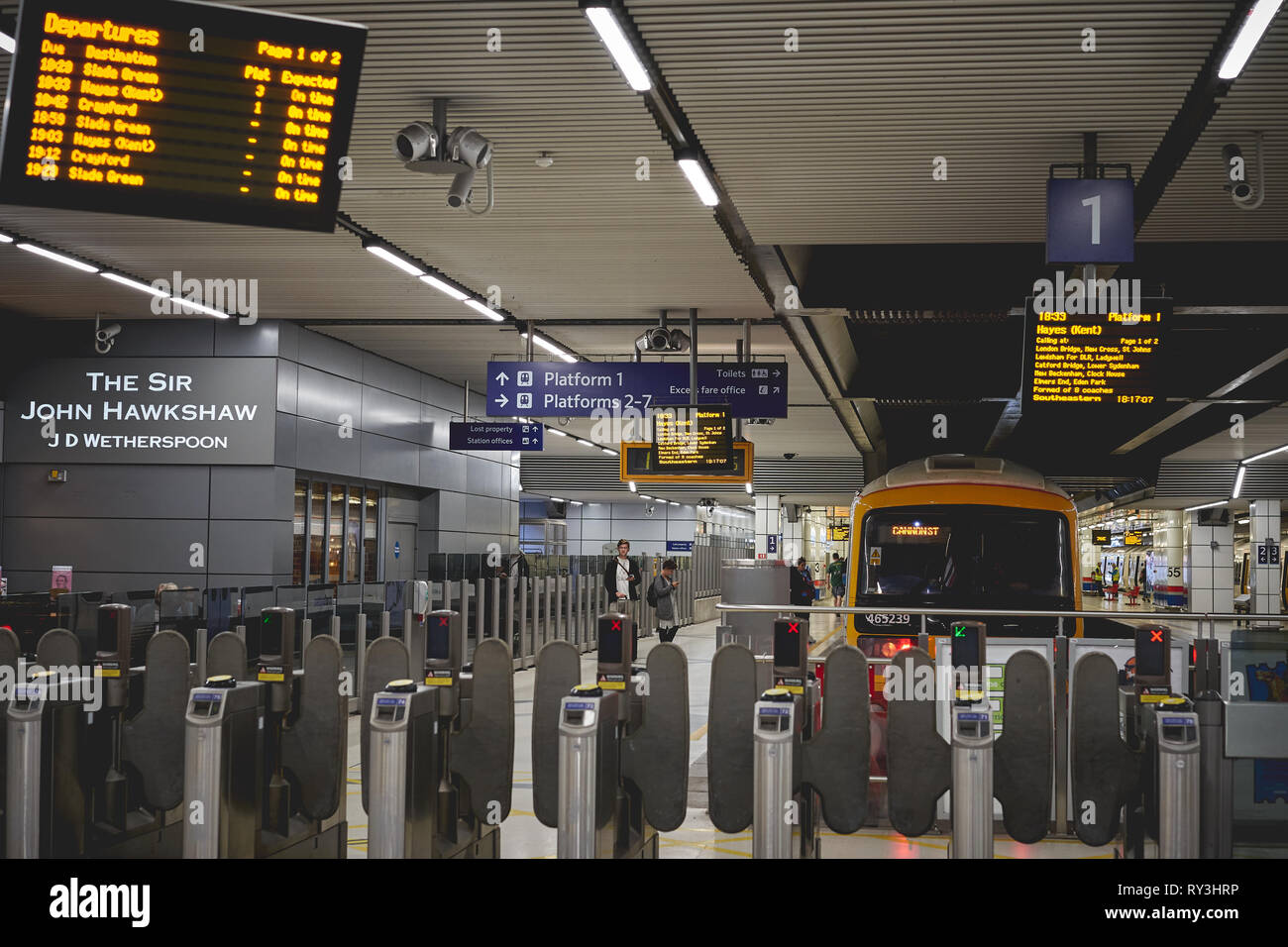 London, UK - October, 2018. A Southeastern train on a platform in Cannon Street station. - Stock Image