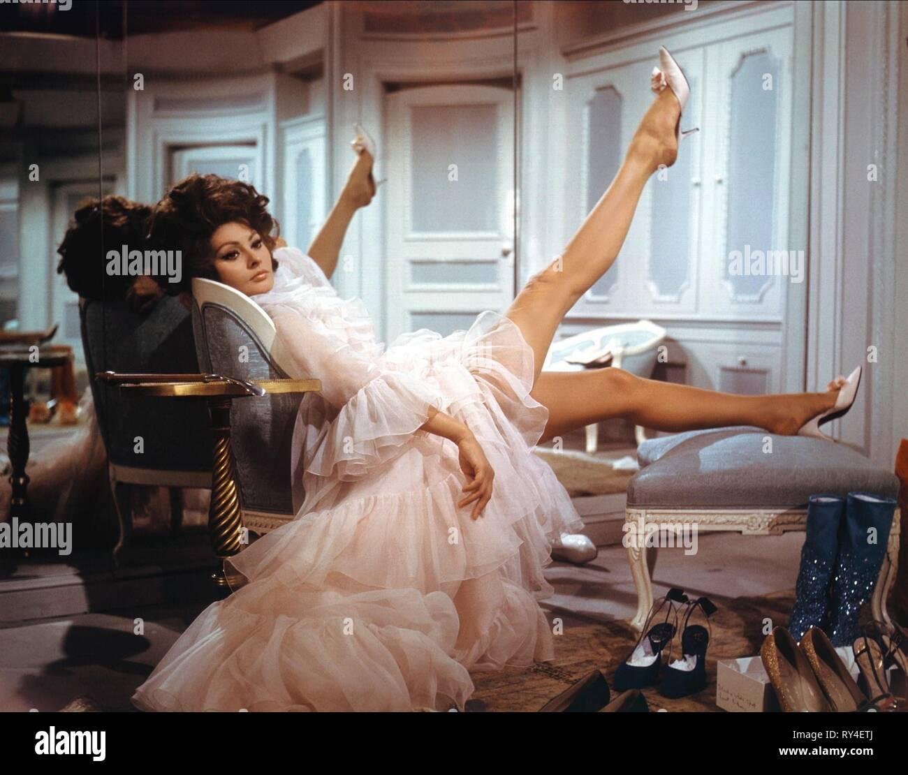 SOPHIA LOREN, ARABESQUE, 1966 - Stock Image