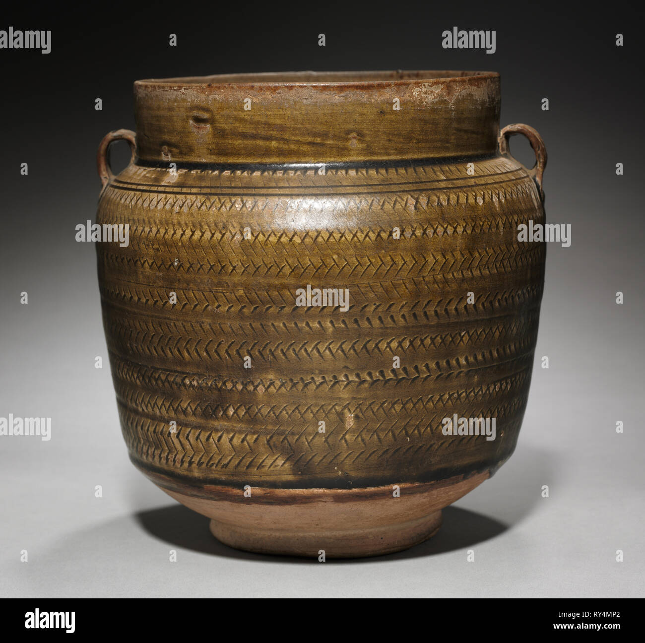 Jar:  Brown ware, 9th-10th Century. China, Northern, Tang dynasty (618-907) - Five dynasties (907-960). Glazed pinkish-buff stoneware; diameter: 25.9 cm (10 3/16 in.); overall: 27.3 cm (10 3/4 in - Stock Image