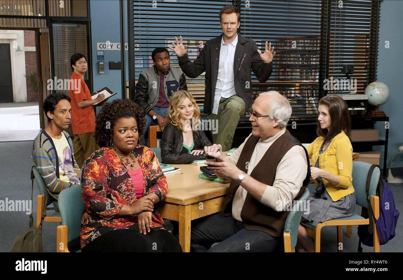 DANNY PUDI, KEN JEONG, YVETTE NICOLE BROWN, DONALD GLOVER, GILLIAN JACOBS, JOEL MCHALE, CHEVY CHASE,ALISON BRIE, COMMUNITY, 2009 - Stock Image