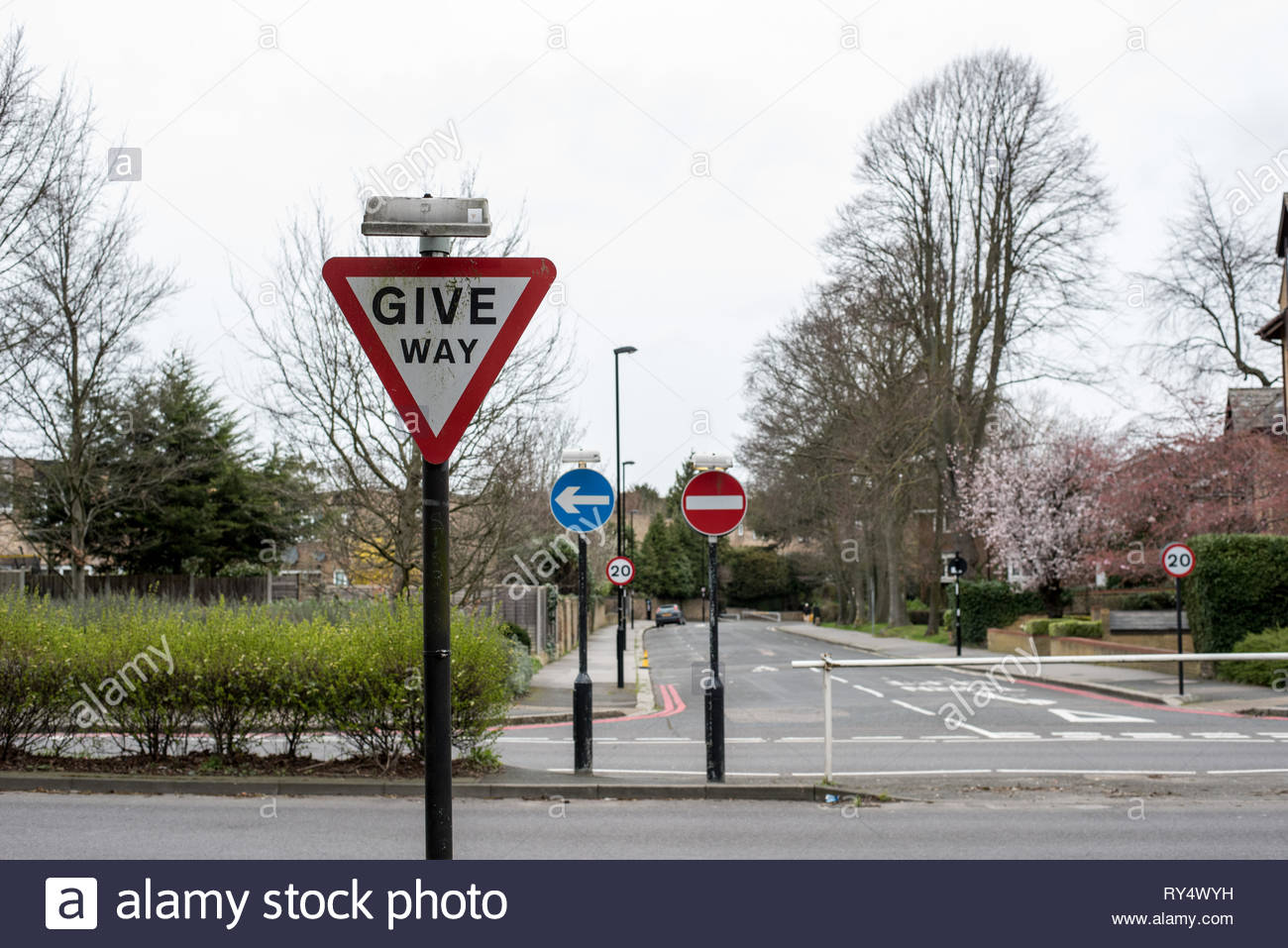 GIVE WAY road sign in England Stock Photo