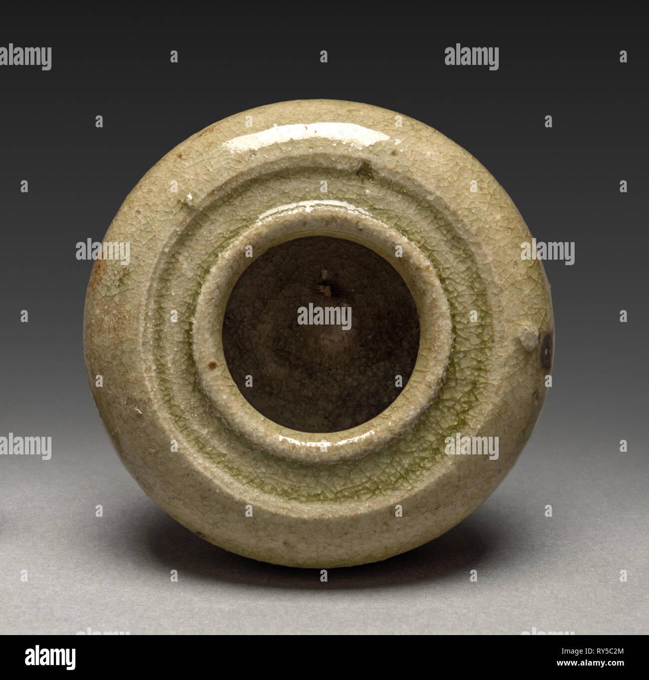 Incense Box: Seto Ware, 1200s-1300s. Japan, Kamakura Period (1185-1333). Glazed stoneware; diameter: 6 cm (2 3/8 in.); overall: 3.5 cm (1 3/8 in - Stock Image