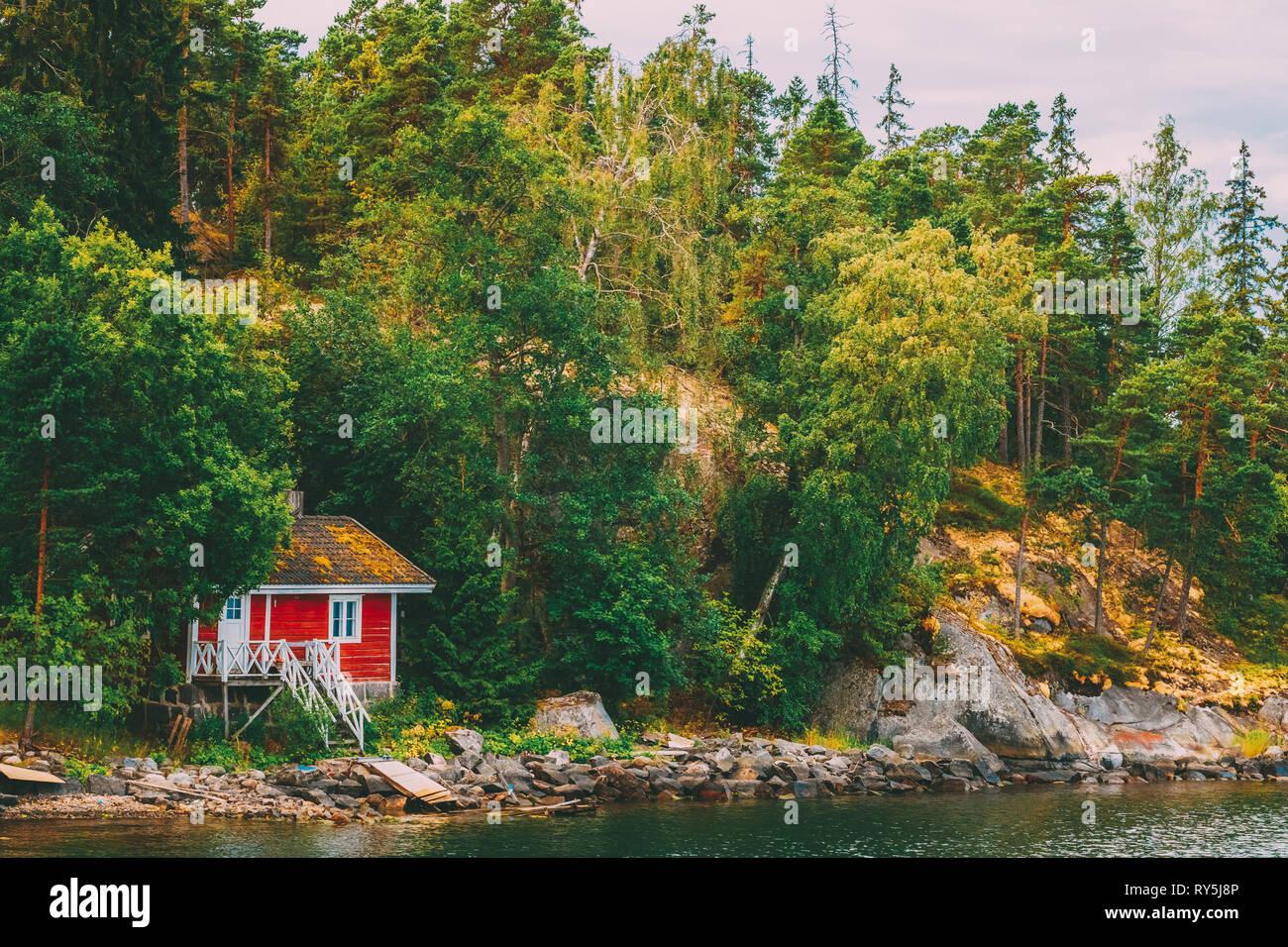 Red Finnish Wooden Bath Sauna Log Cabin On Island In Summer - Stock Image