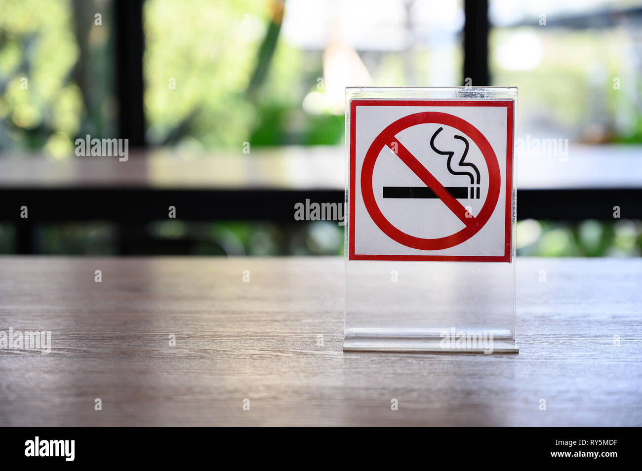 No smoking sign on wooden table in coffee shop Don't smoking place in public Stock Photo