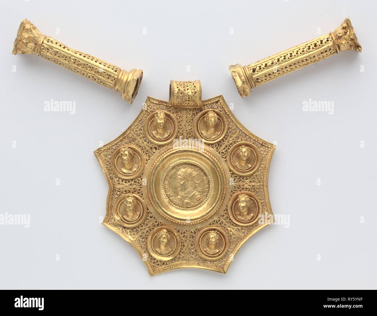Octagonal Pendant with Corinthian Column Spacers and Clasp Set, 324-326. Byzantium, Late Roman, Eastern Mediterranean, (probably Sirium or Nicomedia), Byzantine period. Gold - Stock Image