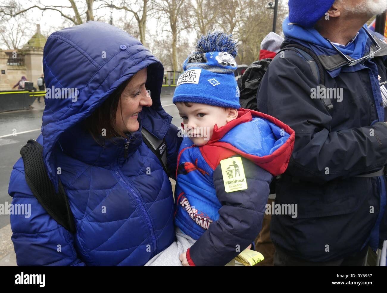 London, UK. 12th Mar, 2019. Pro and Anti Brexit protesters continue to gather outside Parliament on Meaningful Vote Day. Credit: Brian Minkoff /Alamy Live News Stock Photo