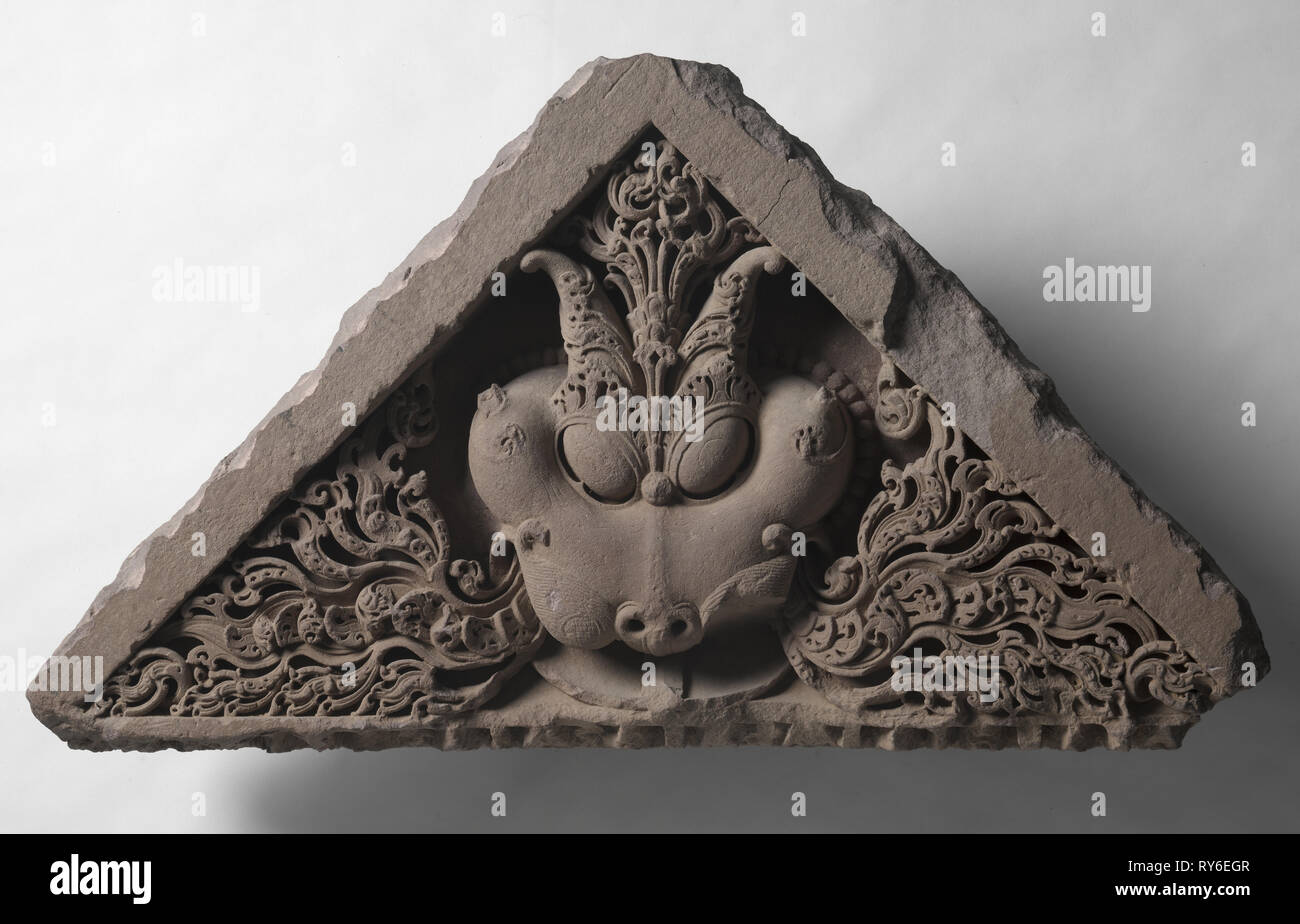 Pediment with the face of Glory (Kirti-mukha), c. 1000s. North India, 11th century. Sandstone; overall: 50.8 x 94 cm (20 x 37 in - Stock Image