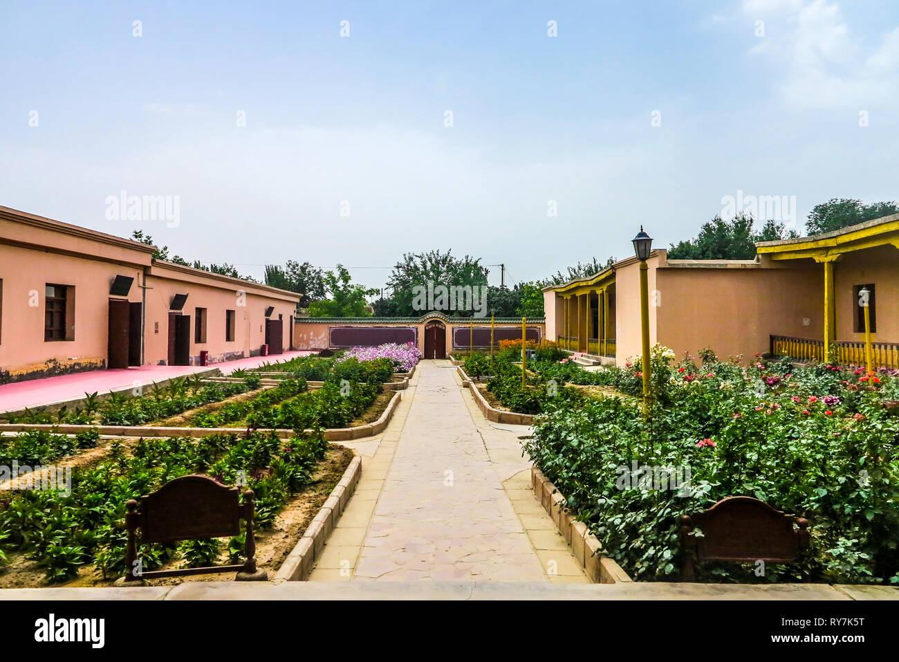 Kuche Royal King Palace Courtyard Garden Leading Lines - Stock Image