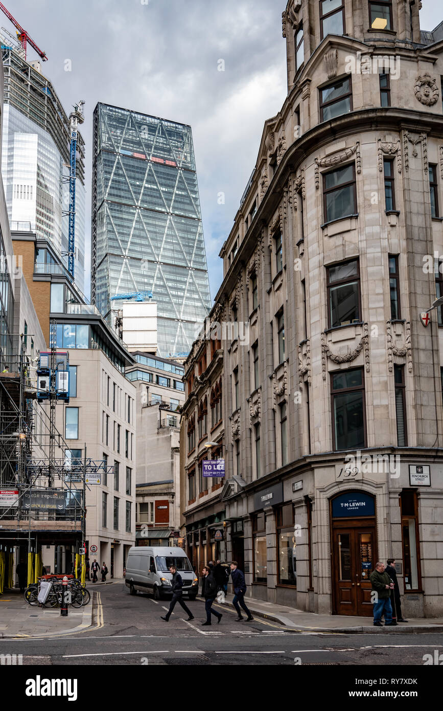The 'Cheesegrater' (Leadenhall Building) and new 22 Bishopsgate loom over Lime Street - Stock Image