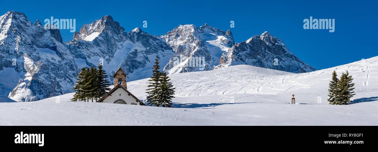 Col du Lautaret, Hautes-Alpes, Ecrins National Park, Alps, France: Panoramic winter view with La Chappelle des Fusillés - Stock Image